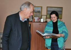 Professor Brumfield donates book to Vereshchagin Central Library